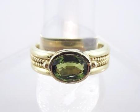 18K Yellow Gold and Peridot Ring