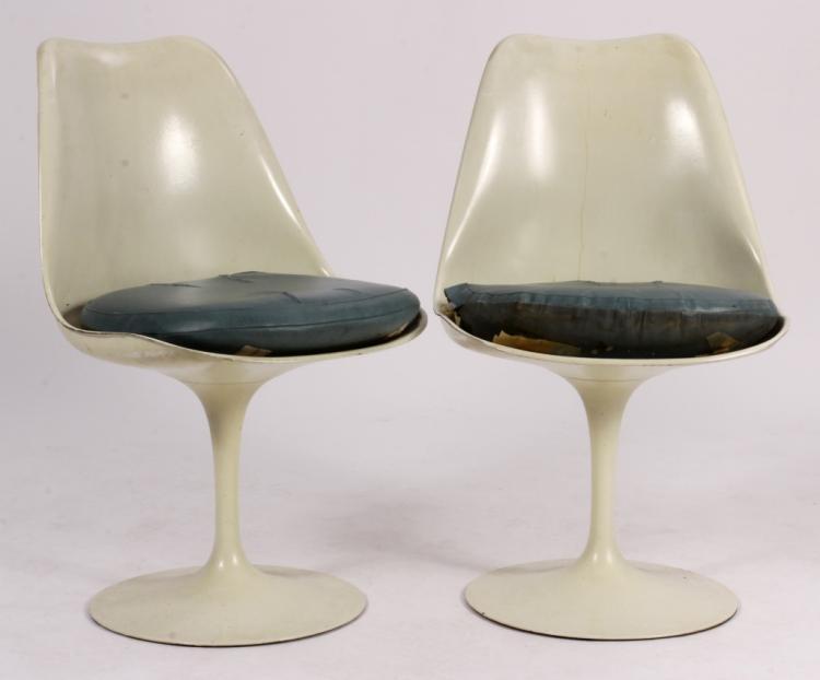 Pr. of Eero Saarinen for Knoll Intl. Tulip Chairs