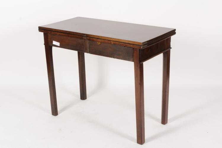 18th c american flip top game table for Table th rotate