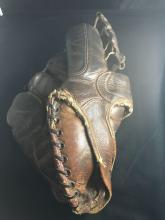 Nice early baseball glove Spalding Model 199