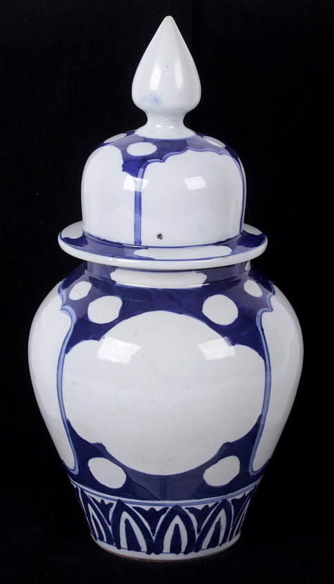 A Chinese Porcelain Blue and White Jar