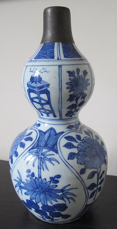 Antique Chinese underglaze blue double gourd vase
