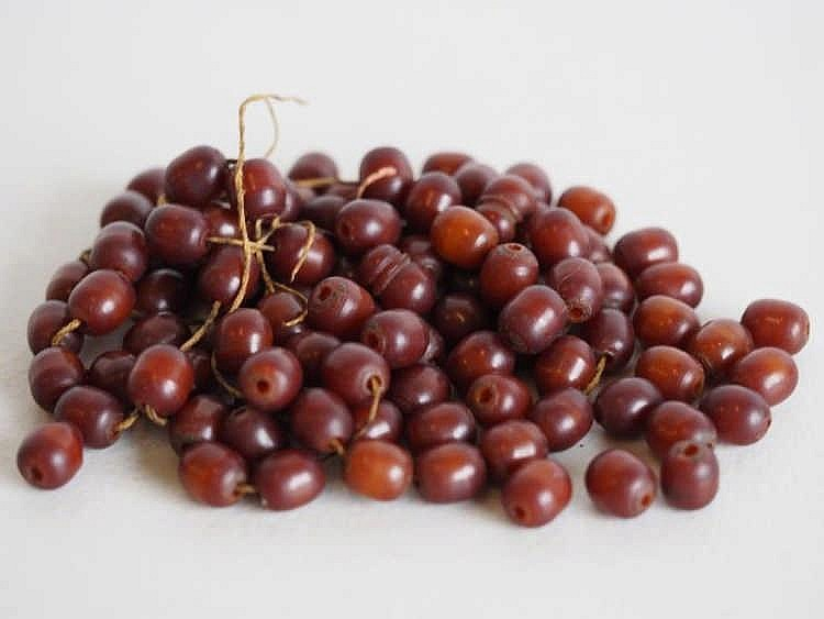 Antique string Amber beads needs restringing