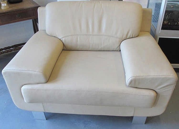 Fanuli beige leather large armchair