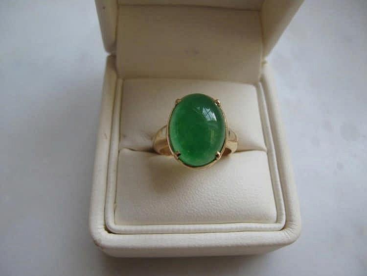 18ct gold apple green jade ring jade measures 1cm