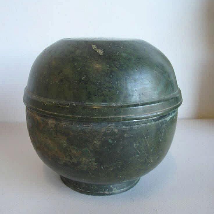 Korean 13thC Koryo Dynasty bronze covered bowl measures 16.5cms Dia x 15.5c