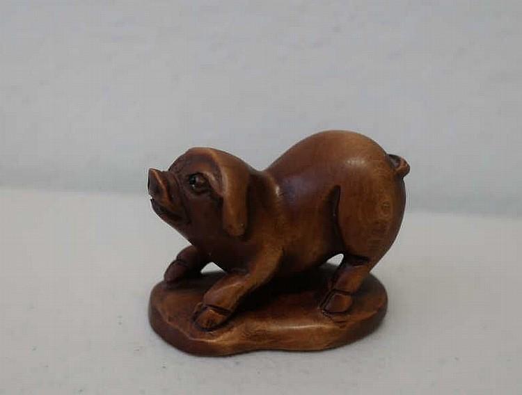 Japanese carved wood netsuke of a pig 5cm