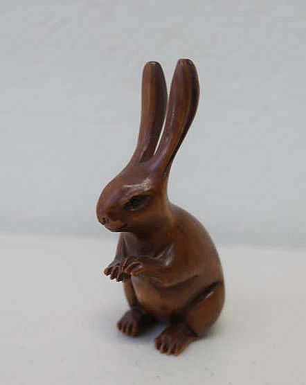 Japanese carved wood netsuke of a hare 7cm