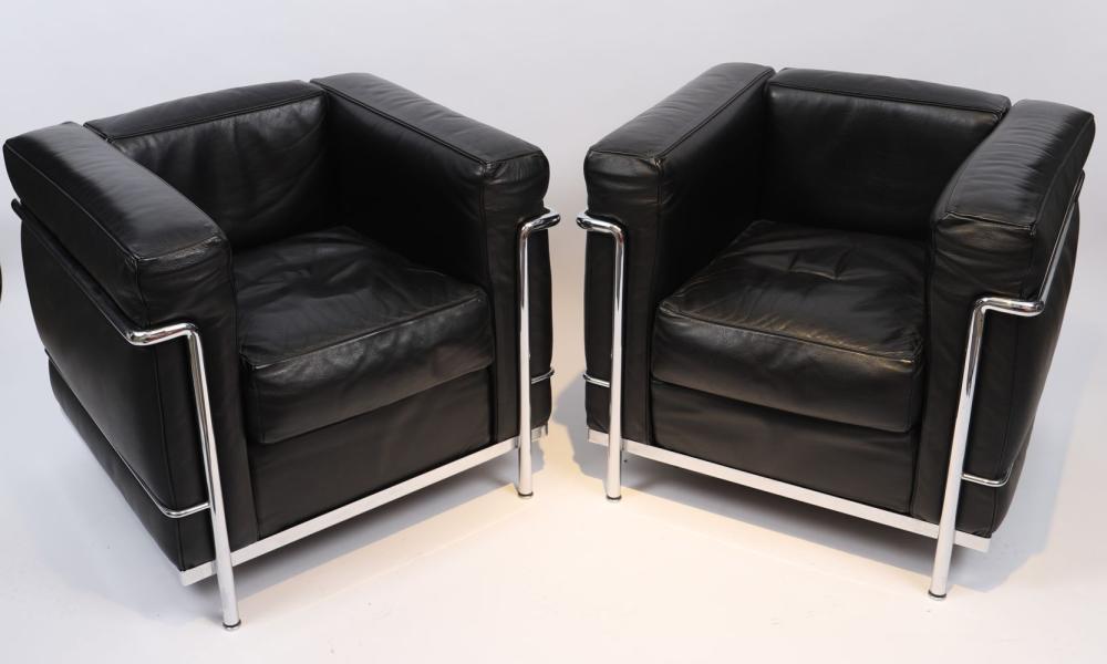 Paire de Fauteuils LC2 de Le Corbusier par CASSINA Paire de fauteuils LC2 Villa Church à structure