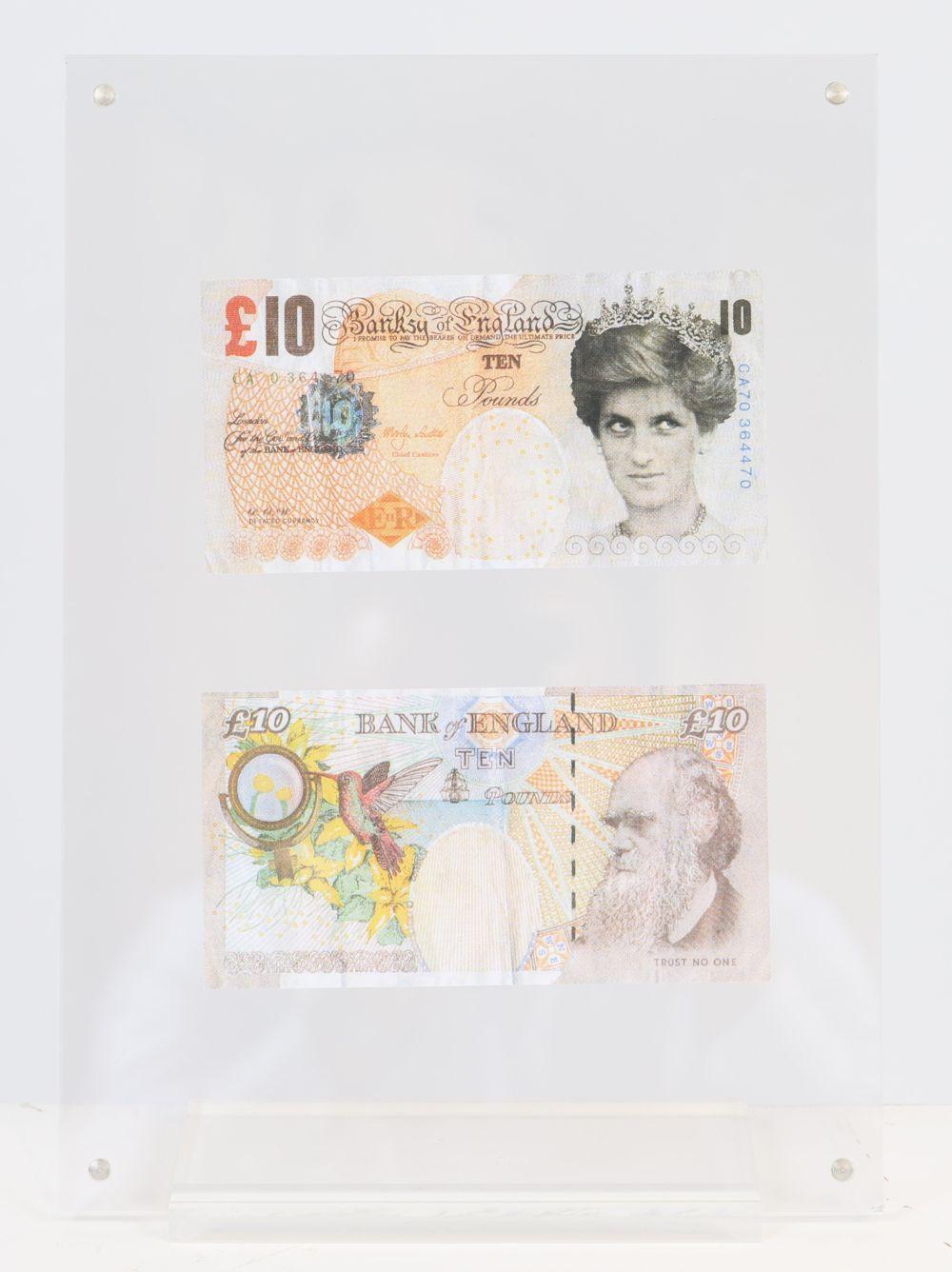 Banksy (d'après)- X2 Lady Di Faced Tenner Billet facsimilé de 10 £ Impression offset sur papier. Ve