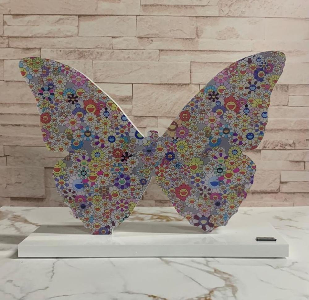 BrainRoy (né en 1980) Sculpture Butterfly VS Murakami Finition verre acrylique Encadrement en caiss