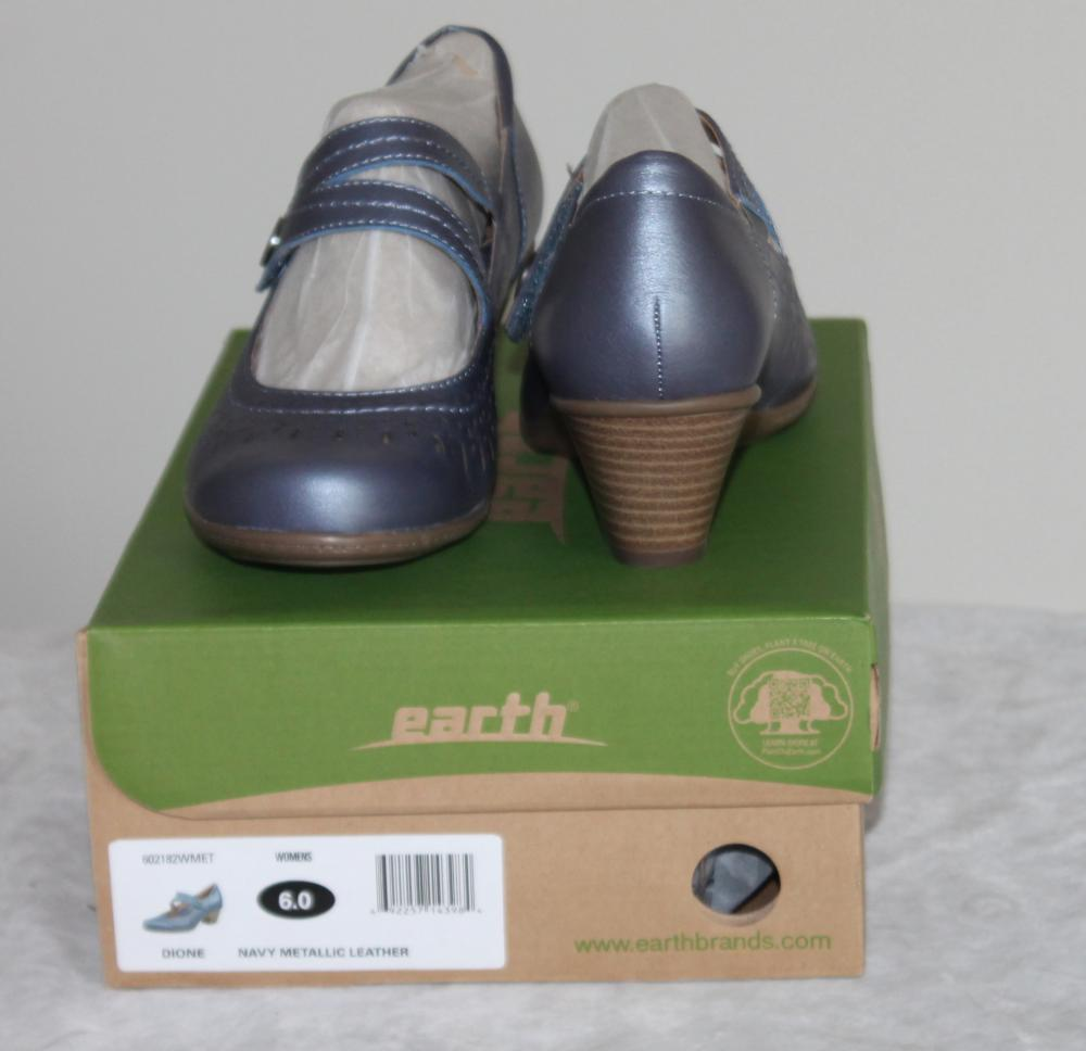 Women's  Size 6 Earth Dione Navy Metallic Leather Comfort Shoes