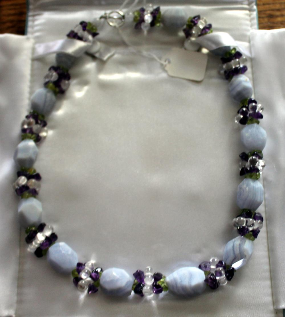 JEWELRY - CHALCEDONY & AMETHYST BEADED NECKLACE