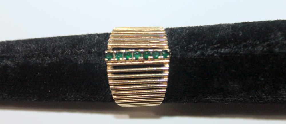 JEWELRY - MARKED 14K LINEAR GREEN STONES RING