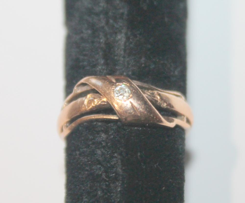 JEWELRY - 10K GOLD AND DIAMOND CHIP RING