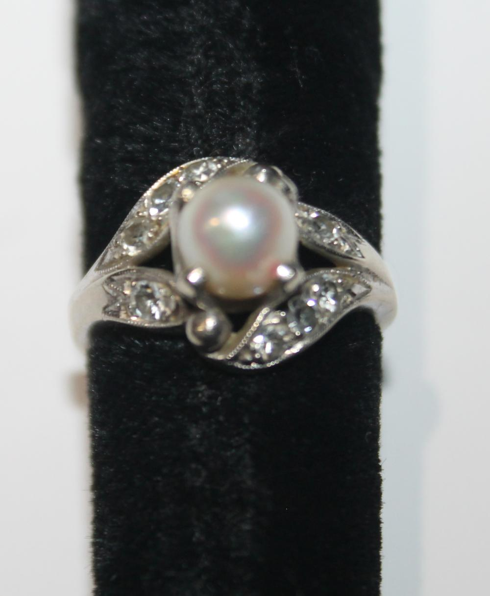 JEWELRY -  WHITE GOLD WITH PEARL & DIAMOND RING MARKED 14K