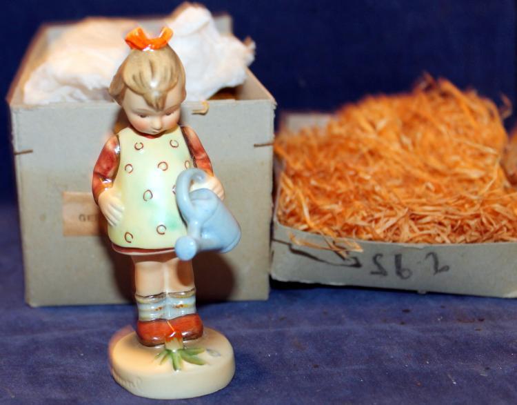 1950 M.I. Hummel Little Gardener Figurine HUM 74 In Original Box