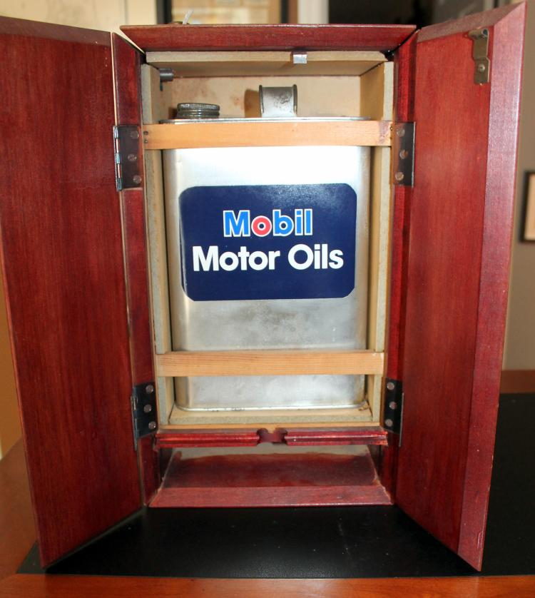 Mobile Oil Wooden Sales Display With Oil Can