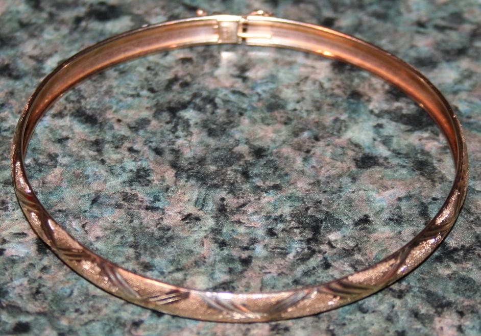 14KT Gold Bangle Bracelet .14 OZT Gold