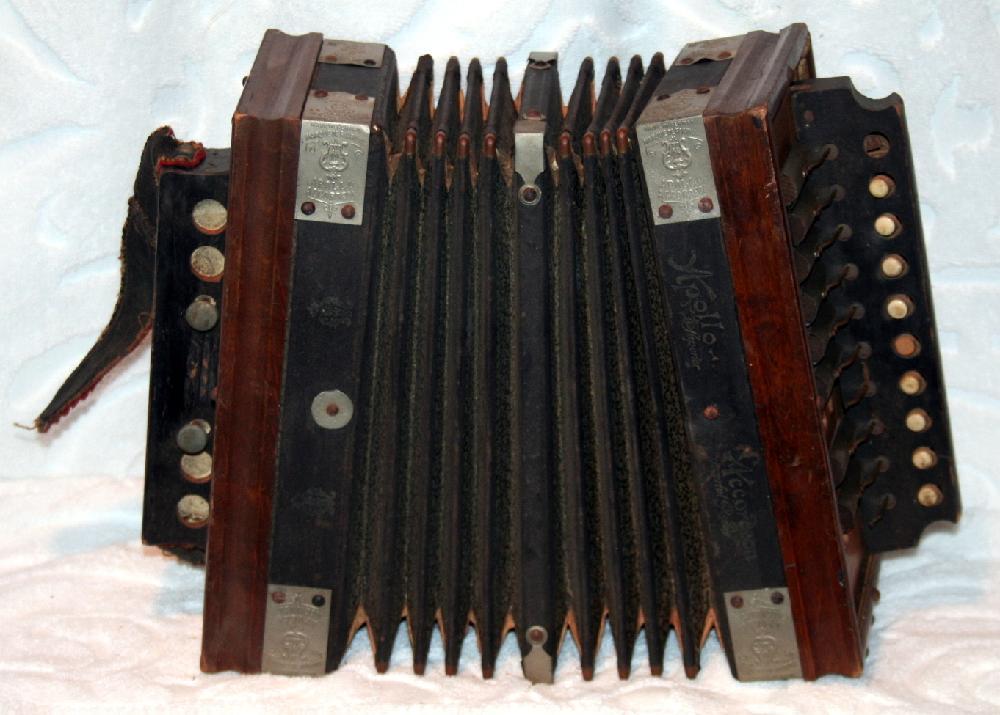 Victorian Era Small Apollo Accordion Made In Germany Marque De Fabrique