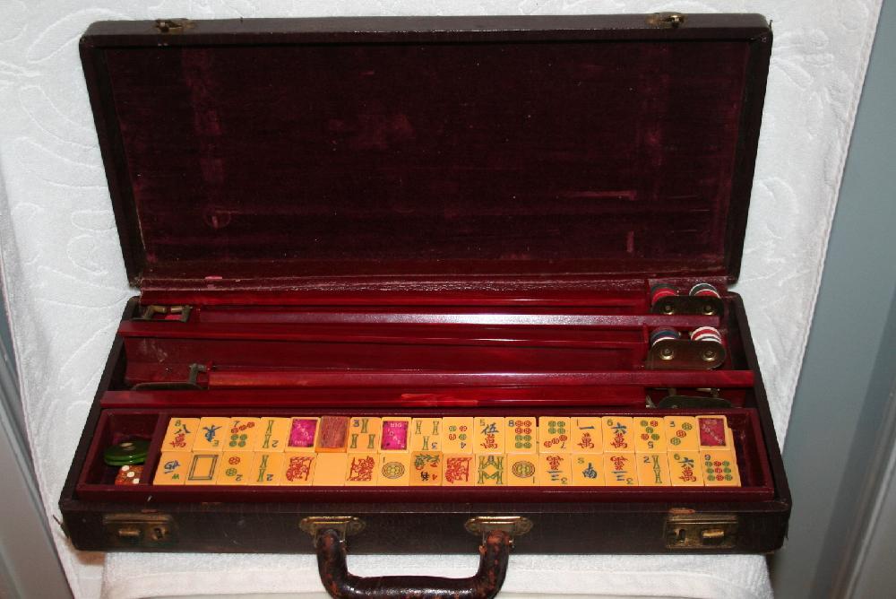 Vintage Mahjong Set All Bakelite