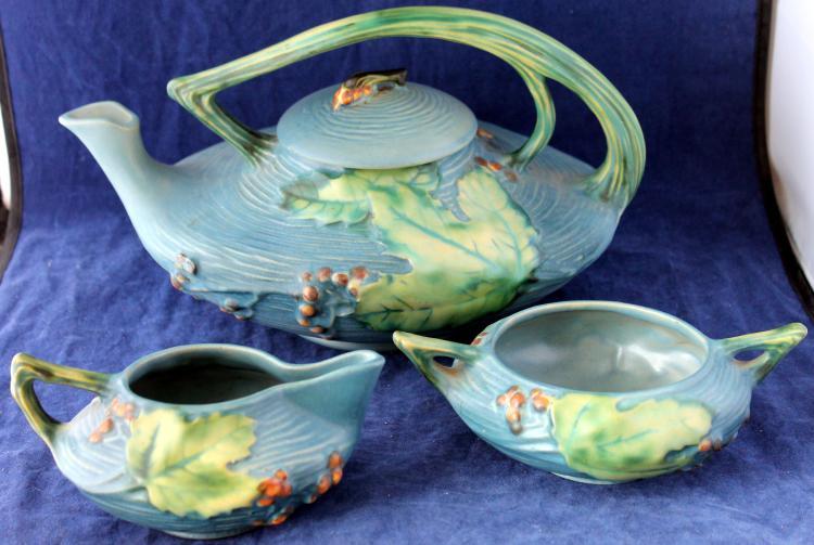 Roseville Pottery Bushberry Tea Set Tea Pot Creamer And Sugar #'s 2-2C & 2S USA