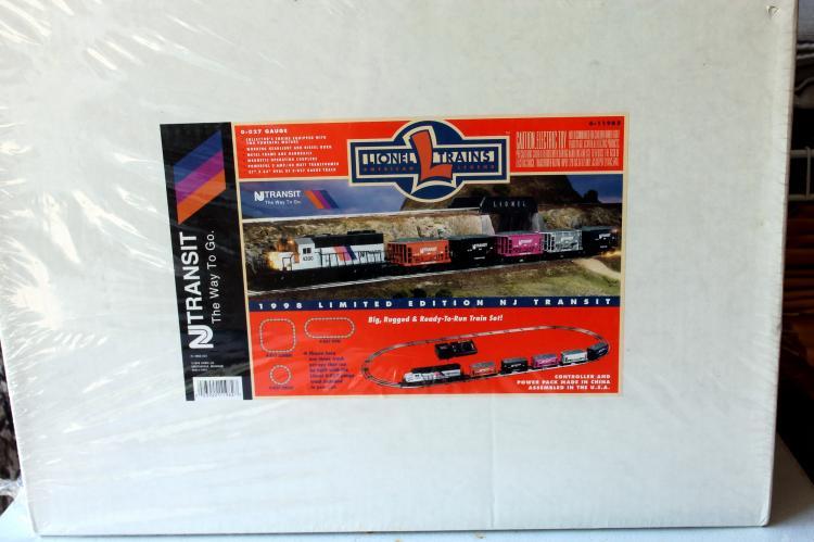 Lionel Trains 1998 Limited Edition NJ Transit Train Set