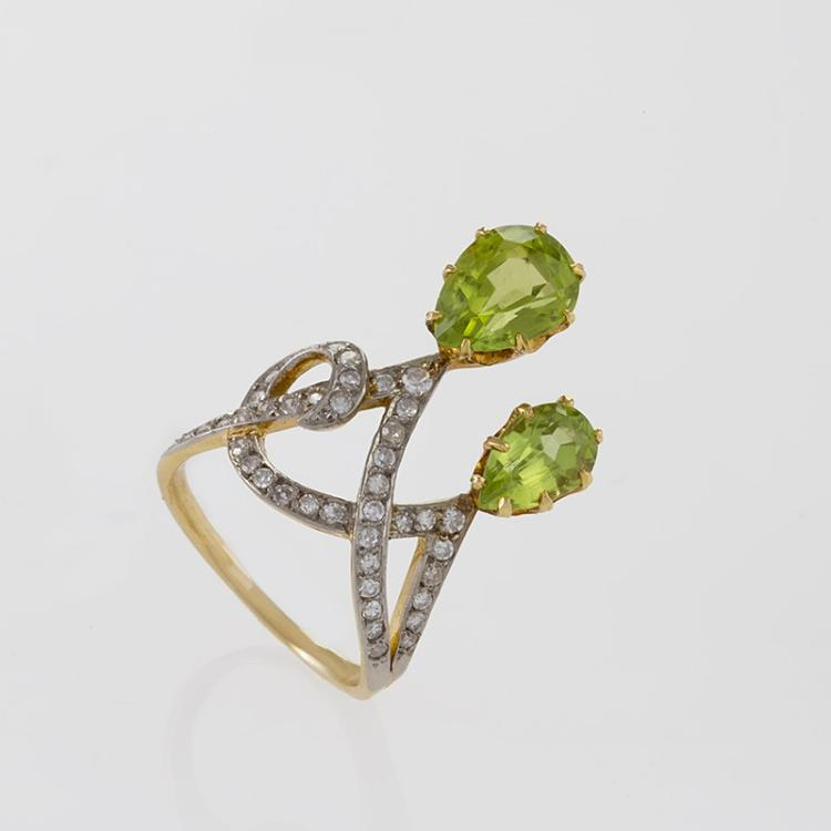 Early 20th Century Peridot, Diamond, Platinum and Gold Ring