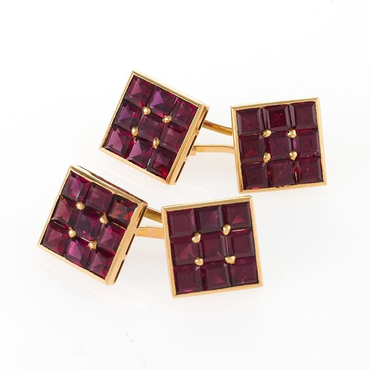 Boucheron Mid-20th Century Garnet and Gold Cuff Links