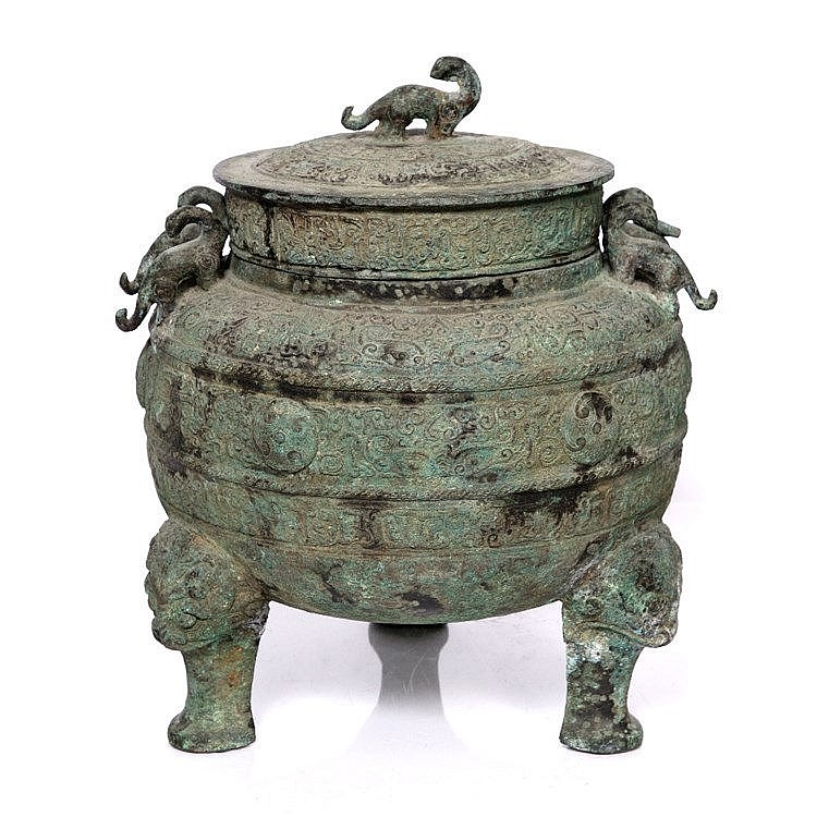 A large Chinese archaic bronze food vessel