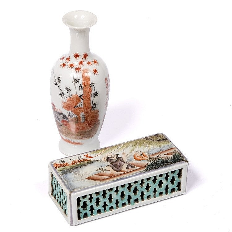 A Chinese porcelain box