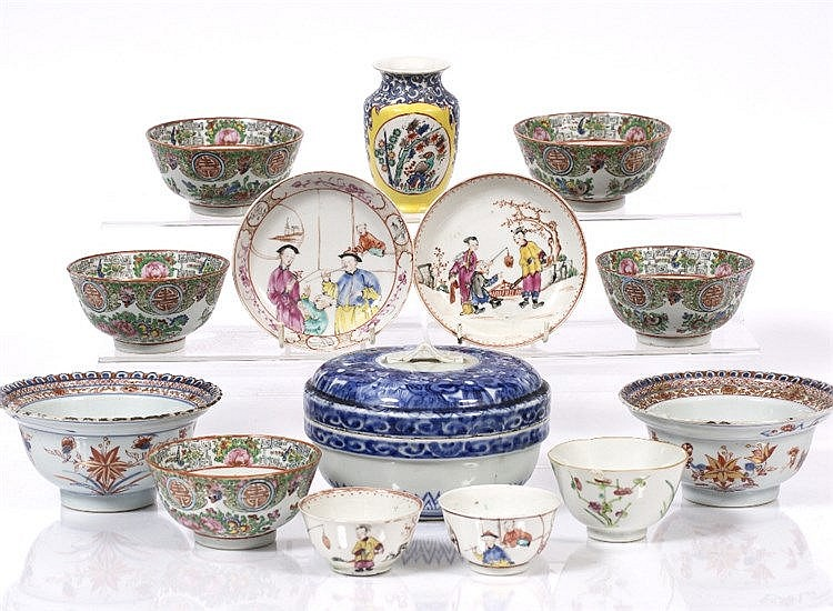A pair of Chinese Imari pattern export bowls