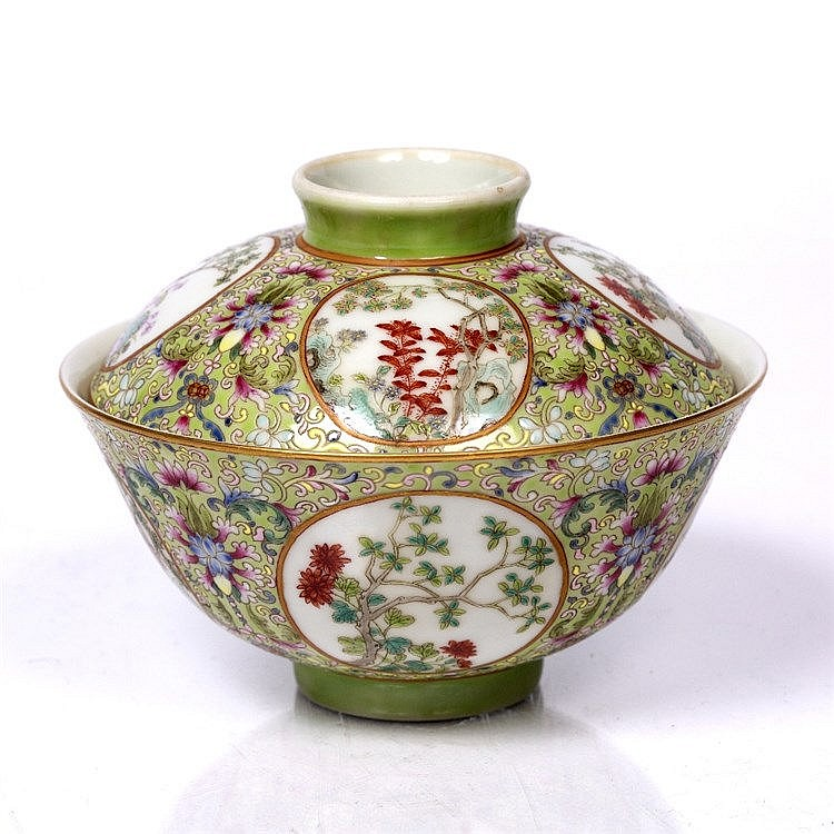 A Chinese famille-rose porcelain medallion bowl