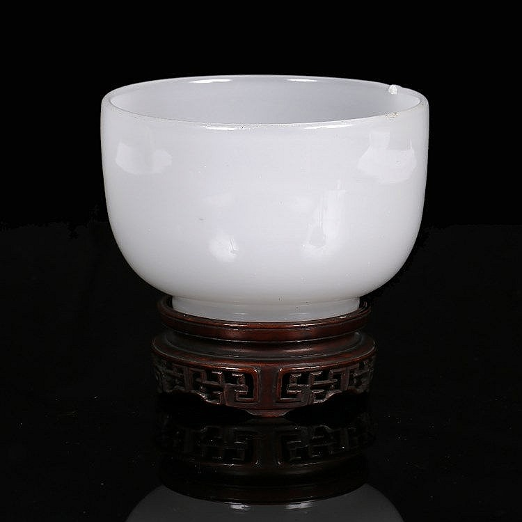 A Chinese Beijing glass bowl