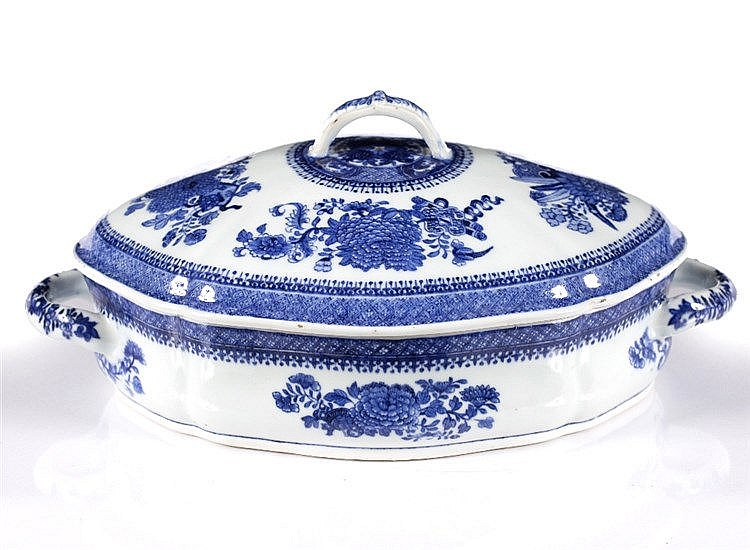 A Chinese blue and white porcelain tureen