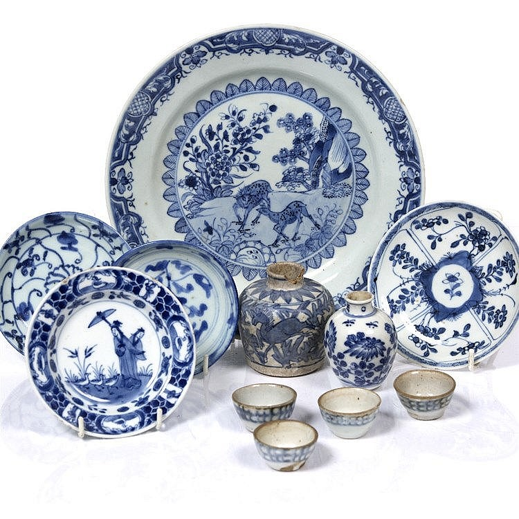 A Chinese blue and white export plate