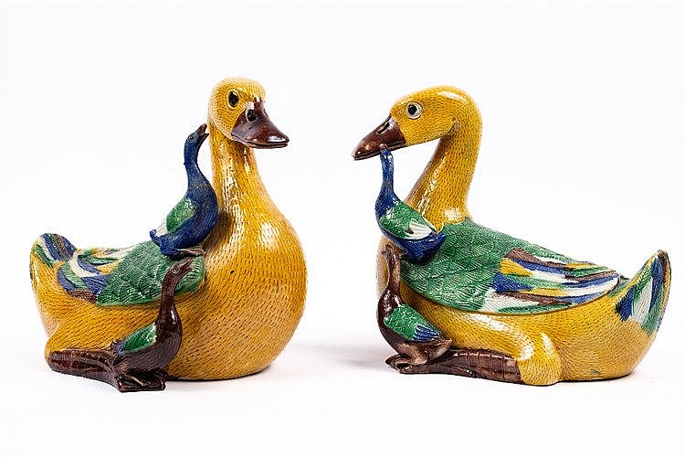 A pair of Chinese famille verte ducks