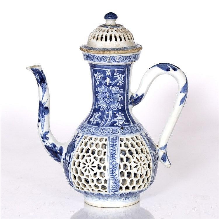 A Chinese blue and white porcelain ewer