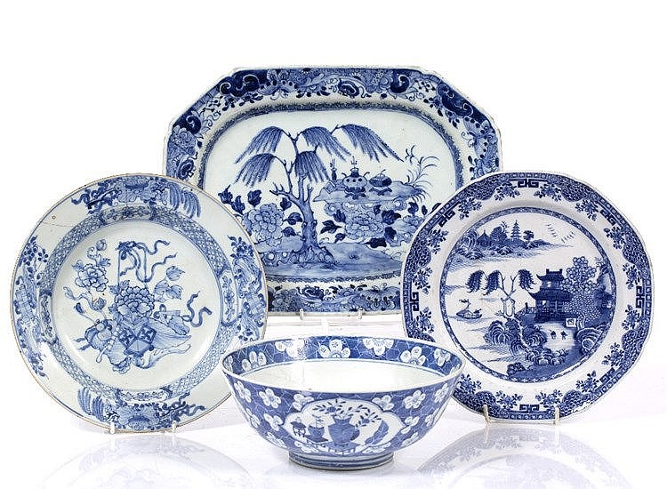 A Chinese blue and white export dish