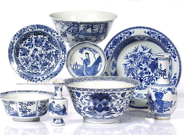 A collection of Chinese blue and white pieces