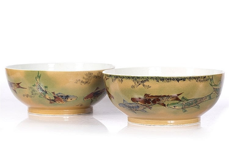 A pair of Chinese fish bowls