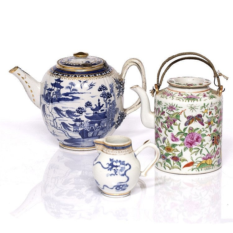A Chinese blue and white porcelain export ovoid teapot