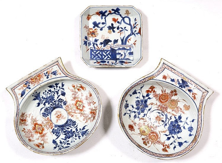 A pair of Chinese Imari shell shaped dishes