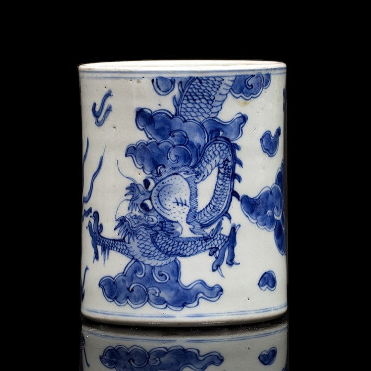 A Chinese blue and white porcelain bitong