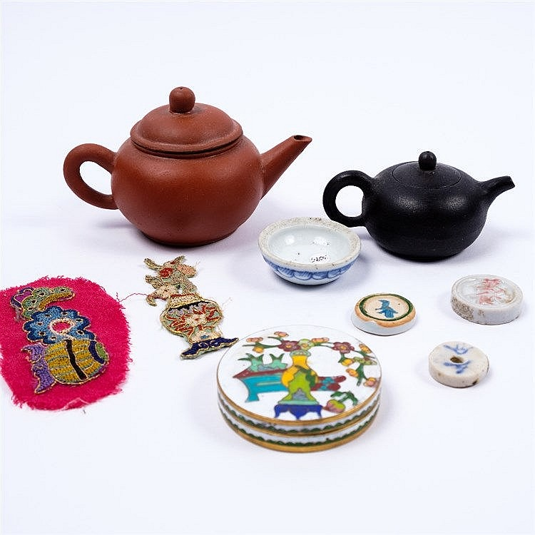 Two Chinese miniature Yixing teapots