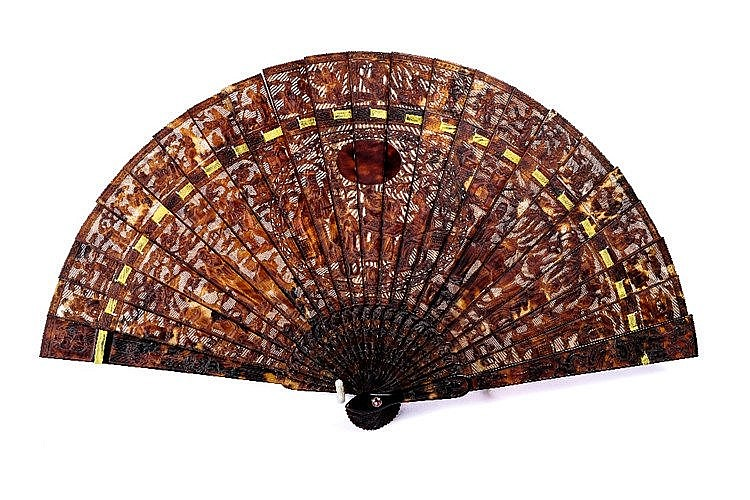 A Cantonese tortoiseshell fan