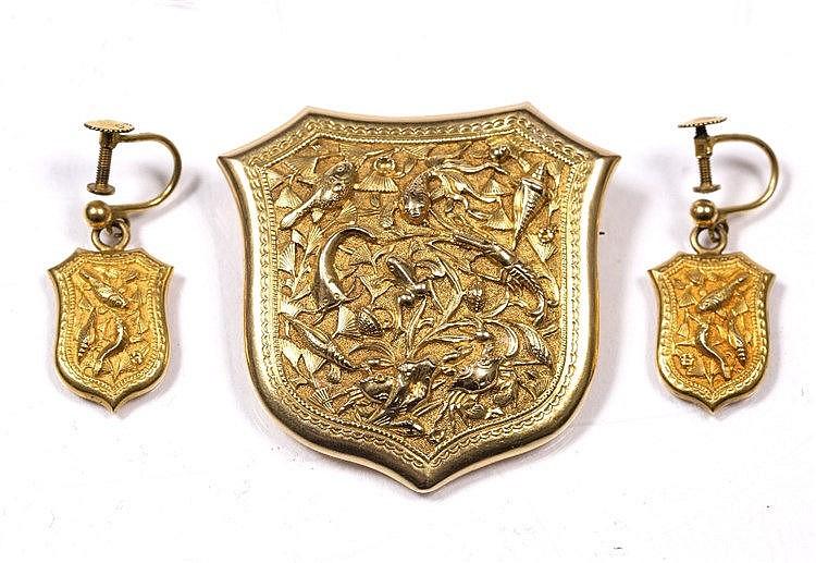 A Chinese gold brooch and earrings