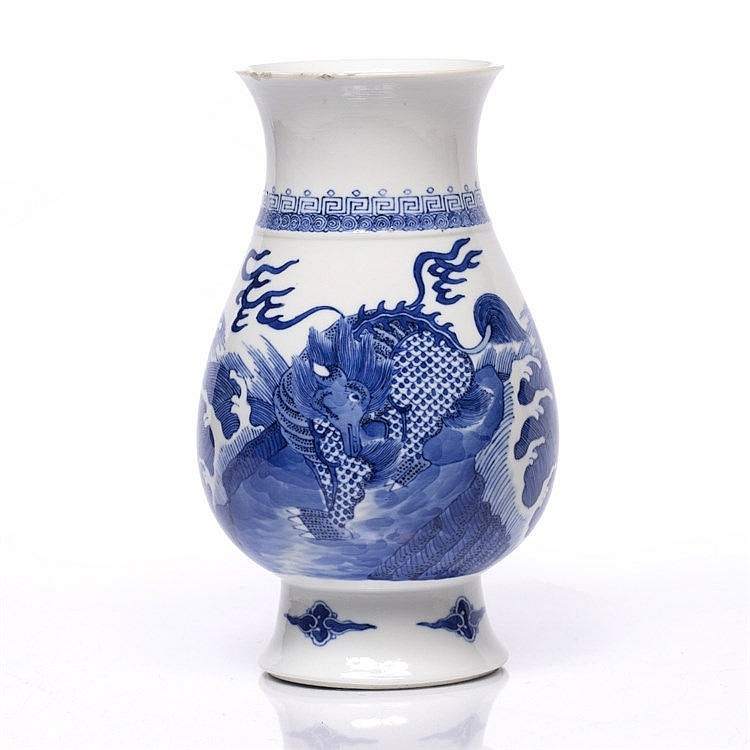 A Chinese blue and white porcelain baluster vase