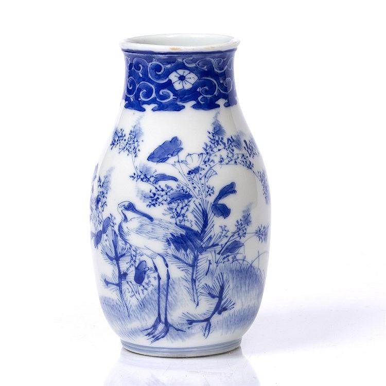 A small Japanese Imari blue and white porcelain vase
