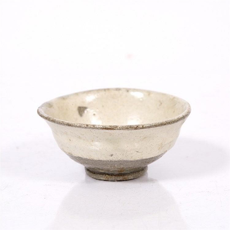 A Japanese Karatsu stoneware sake cup